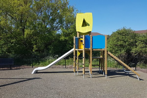 Widnes, Derby Road Play Area - 1/4